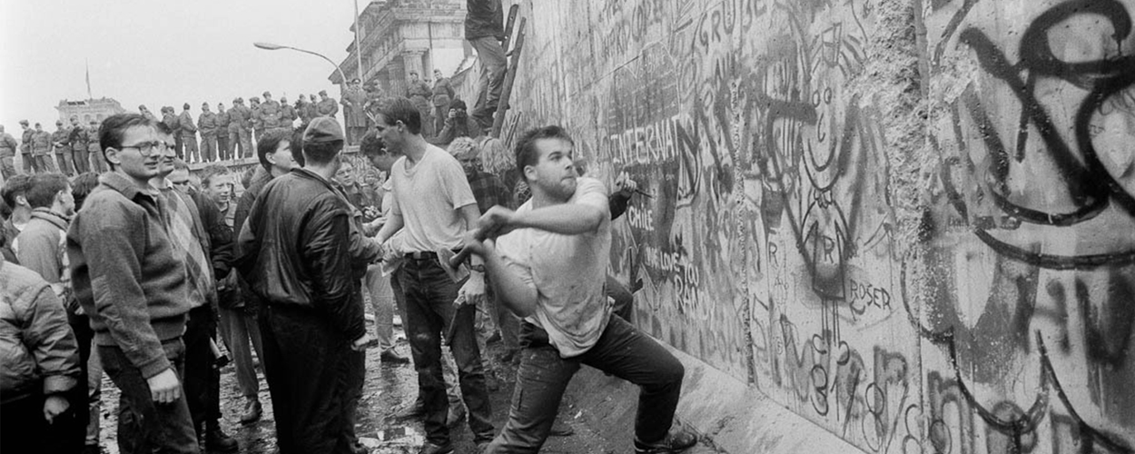 berlin wall came down on what date